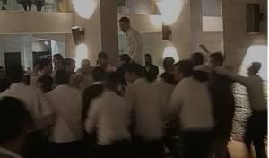 הבחורים במלונית