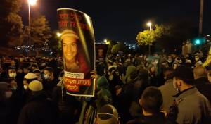 'לא לטיוח רצח אהוביה': מפגינים הפכו ניידת
