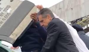 צפו: מושל ניו יורק סייע לחלץ בזירת תאונה