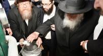 מול מאות ילדים: שר התורה שאב מים שלנו