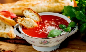 מרק עגבניות ופרמזן