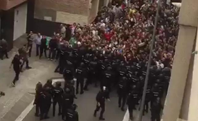 שוטרים מול אזרחים בקטלוניה