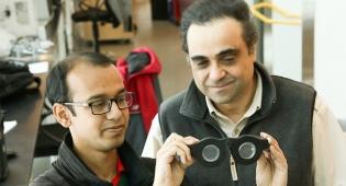 המדענים מציגים את המשקפיים