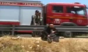 """מח""""ש: שוטר יידה אבן על מפגין חרדי שישב"""