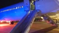 מגלשות המטוס פתוחות - עשן נכנס למטוס - הנוסעים נמלטו בקפיצה