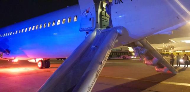 מגלשות המטוס פתוחות