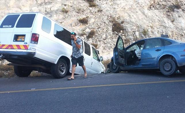 רגע לפני החופה: הרכב ובו החתן עבר תאונה
