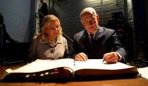 בתמונה הראשית: נתניהו ורעייתו בארגנטינה
