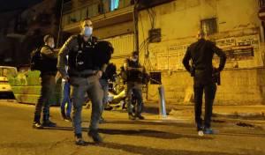 מאה שערים: שוטרים חיפשו חשודים בסוכות