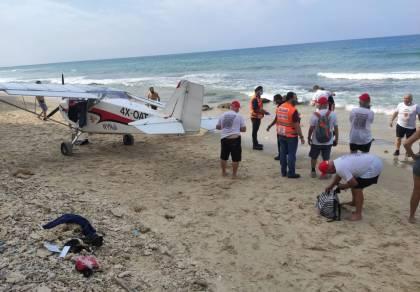 מטוס קל נחת בחוף הים; הטייס לא נפגע