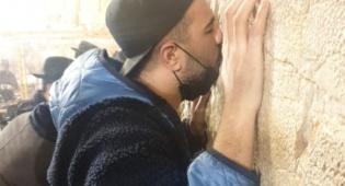 הזמר מאור אדרי התפלל בכותל וביקר בית הרב ארוש