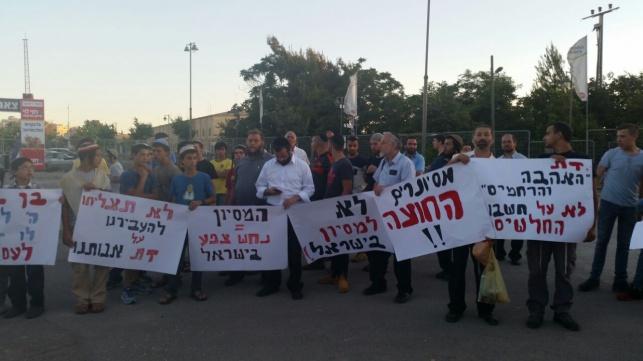 """פעילי להב""""ה בהפגנה נגד המיסיון, הערב"""