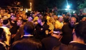 המהומה בערד - ערד: השלט הבעייתי  הורד, ארבעה נעצרו