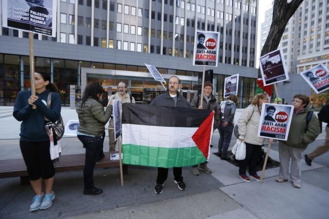 """הפגנה ליד בית המשפט בארה""""ב נגד גירושה של עודה"""