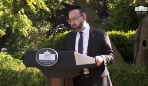 הרב סאדווין נושא דברים בנוכחות הנשיא טראמפ