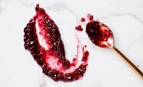 ריבת פטל ויין אדום - מתוקה, עזה ופוטוגנית - ריבת פטל אדומה ומתוקה עם טוויסט מפתיע