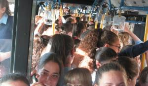 הנסיעות הצפופות באוטובוסים. אילוסטרציה