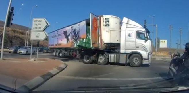 בכניסה לירושלים: משאית החלב התהפכה