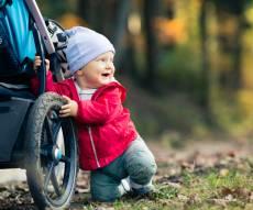 4 טריקים לניקוי עגלת תינוק שכל הורה צריך להכיר