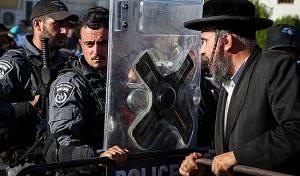 הפגנה מול בית הרב הבלין, ארכיון, למצולם אין קשר לנאמר בכתבה