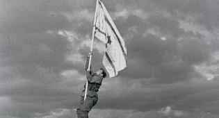 הנפת דגל הדיור באום רשרש (אילת) - מלחמת העצמאות שלב אחר שלב