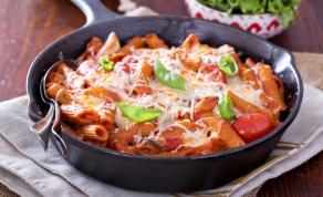 פסטה מוקרמת אפויה ברוטב עגבניות