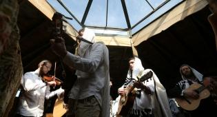 קדיתא: תפילה עם כלי נגינה • צפו בתיעוד