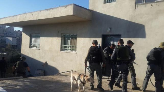 כוחות המשטרה בכפר