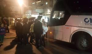 זירת ההפגנה - מפגיני 'הפלג' חסמו את הכניסה לבני ברק