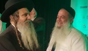 הריקוד של הרב יגאל כהן והרב שלום ארוש • צפו