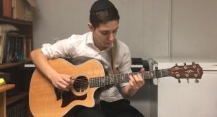 הגיטריסט הצעיר שמשגע את הרשת  • צפו