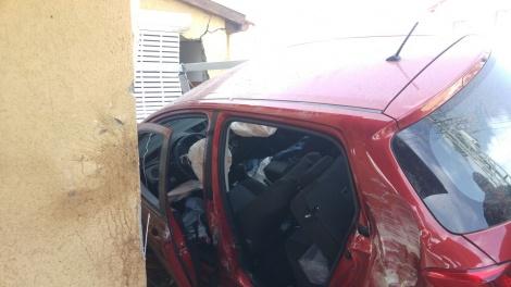 הרכב בתוך הבית - אישה נכנסה עם הרכב אל הבית ונפצעה