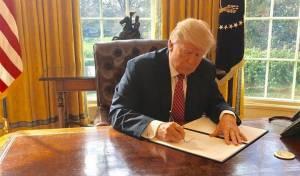 טראמפ חותם על הצו הנשיאותי החדש על הגירה ממדינות ערב