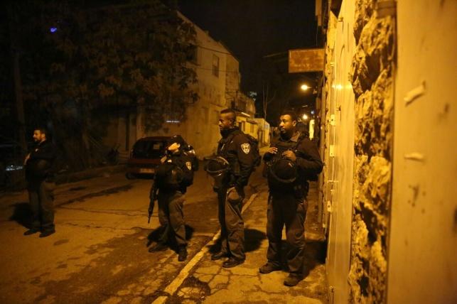 """גל המעצרים הקודם בפרשה - """"ביצוע נקי"""": השוטרים שלפו חשוד ממיטתו"""