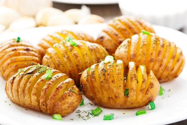 תפוחי אדמה אקורדיון אפויים בתנור