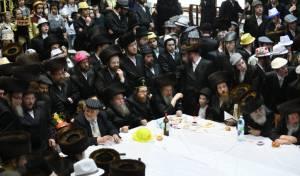 פורים בירושלים: כל ה'טישים' ומשתה היין בחצרות הקודש