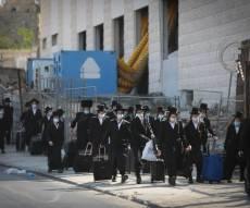 תיעוד: בחורי חסידות  גור הגיעו לבית המדרש