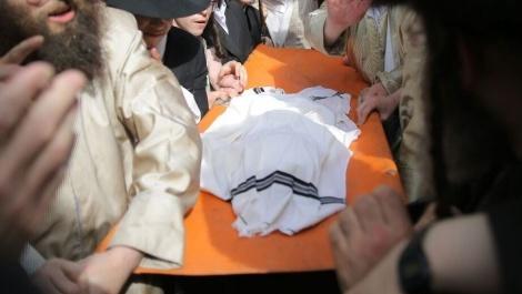 הלווית הפעוט החרדי - הותר לפרסום: אמו של הפעוט שטבע בג'קוזי חשודה ברצח