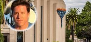 הרוצח על רקע בית הכנסת