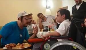 מרגש: ליפא שר עם ילד עיוור חולה סרטן