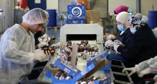 הצצה למפעל הקרמבו הפלסטיני - הממתק שכובש את השוק הפלסטיני: קרמבו
