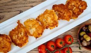 לביבות גבינה מלוחות עם תירס, זיתים או בצל ירוק