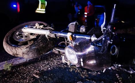 תאונת אופנוע. ארכיון - איבד שליטה, החליק מתחת משאית, ואיכשהו ניצל