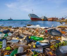 פסולת בים. אילוסטרציה - מזהמים את הים: רוב הפסולת מגיעה מהמתרחצים
