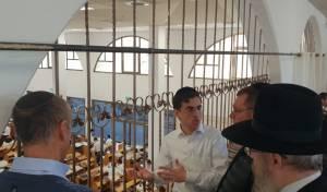 בכירי משרד הביטחון סיירו בישיבת חברון