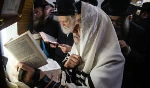 המונים במירון לתפילת ערב ראש חודש אלול