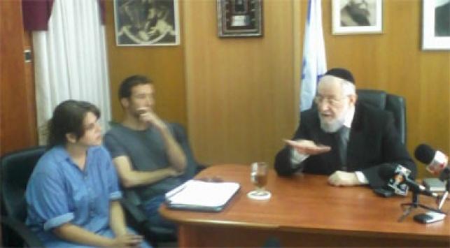הרב לאו ונציגי המאהלים. צילום: ישראל כהן כיכר השבת