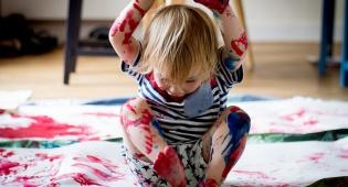מהם שלבי ההתפחות של הילד ואיך אפשר לעודד. אילוסטרציה
