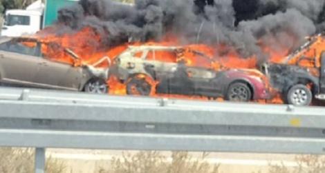 הרכבים נשרפים - שלושה רכבים עלו באש בתאונת שרשרת