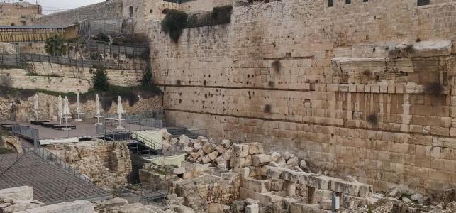 """בכירי הארכיאולוגים נגד """"הכותל הרפורמי"""""""